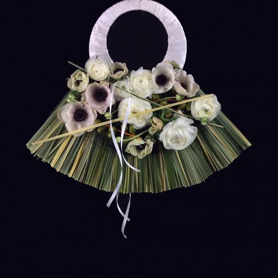 Ramo de novia moderno realizado con varios materiales.