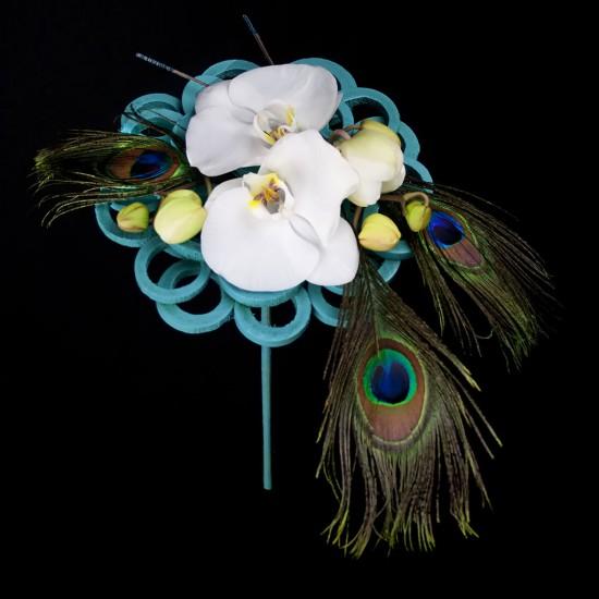 Ramo de novia moderno con phalaenopsis y un toque original.