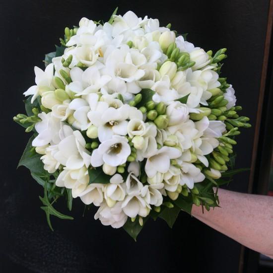 Ramo de novia clásico con flor blanca.